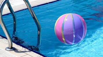Beachball and swimmingpool